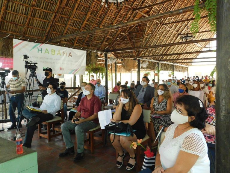 """Evento di lancio della nuova iniziativa """"Hab.AMA. Autosufficienza alimentare e sviluppo di iniziative economiche sostenibili a L'Avana""""."""